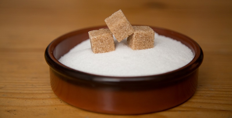 Коричневий чи білий цукор?