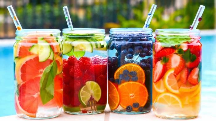 7 рецептів води насиченої фруктами