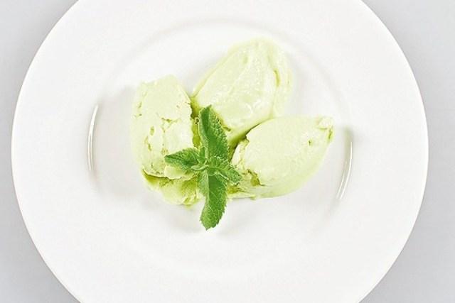 Йогуртове морозиво з авокадо і огірком