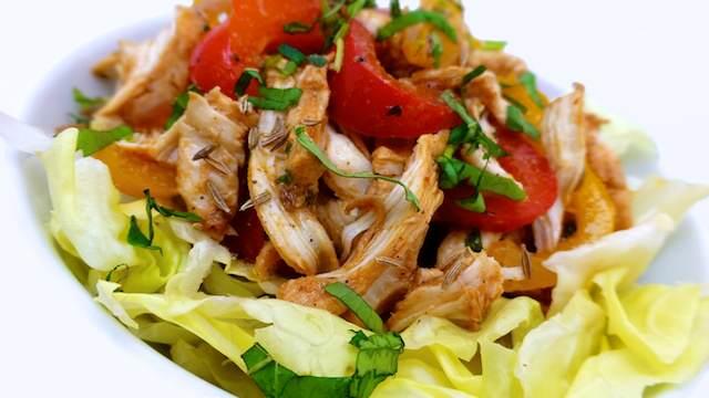 Корисний салат з курячим філе