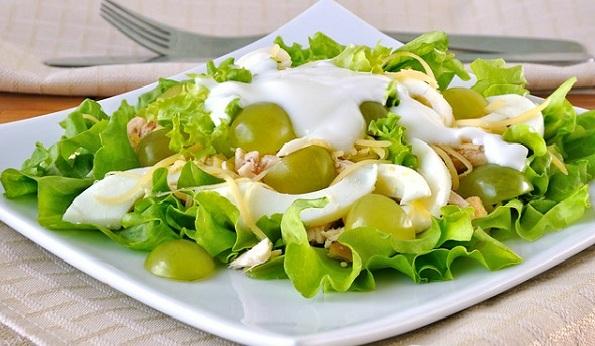 Салат з курки та винограду