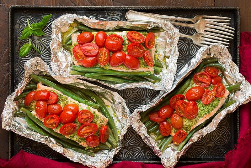Лосось із песто і традиційними італійськими овочами