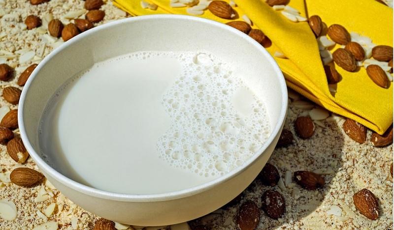 Рецепт домашнього мигдалевого молока
