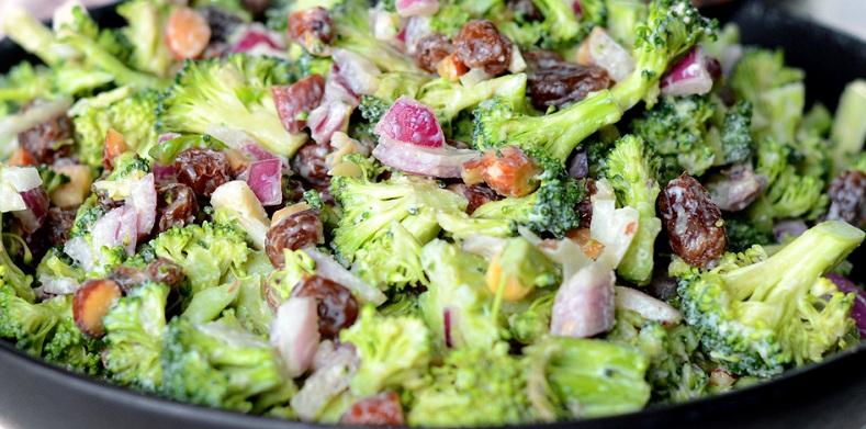 Салат з броколі та цибулею