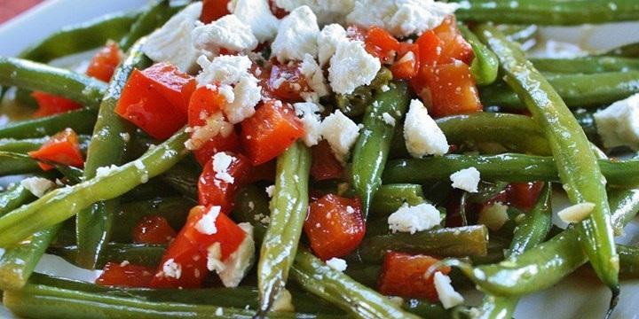 Зимовий салат з квасолею та бринзою