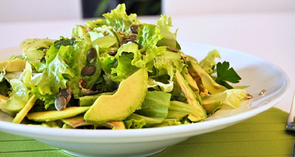 Зелений салат з сиром Дор Блю та грушами