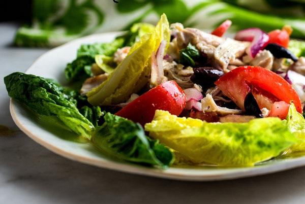 Салат з кабачками, куркою та помідорами