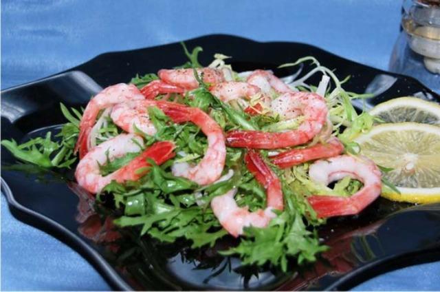 Салат з морепродуктів з руколою