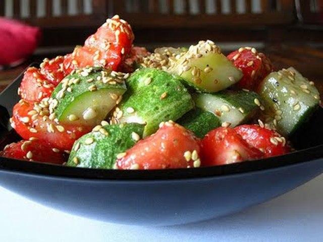 Салат з огірками та полуницею