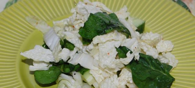 Салат з пекінської капусти та шпинату