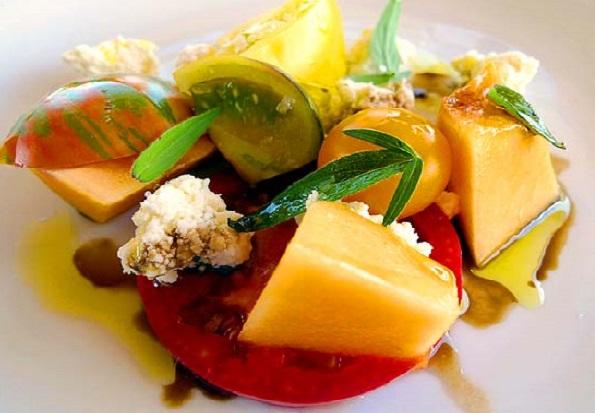 Салат з томатів та дині