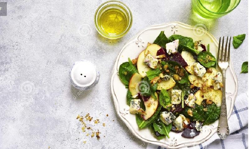 Салат з грушами, яблуками, рікотою та шпинатом