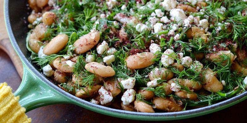 Теплий салат з білої квасолі