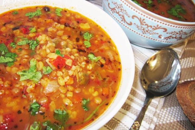 Турецький суп з булгуром і сочевицею
