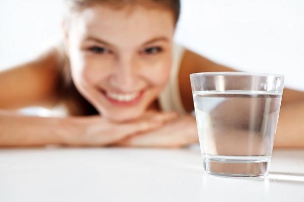 Скільки потрібно випивати води в день
