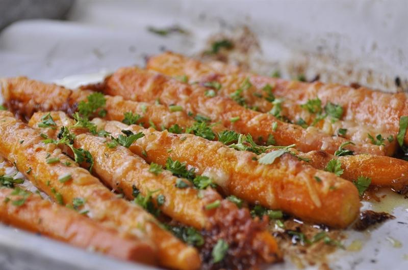 Запечена морква з пармезаном