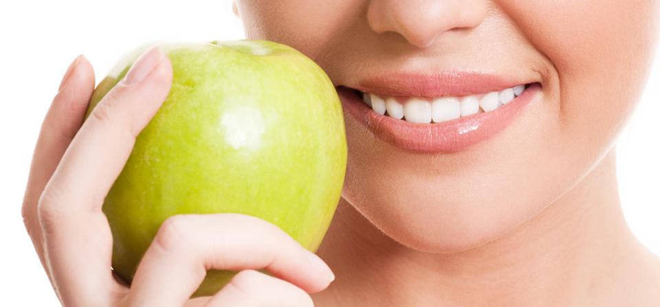 Топ-15 продуктів для відбілювання зубів