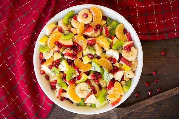 Зимовий фруктовий салат з лимонно-маковим дресінгом